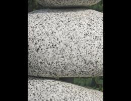 Findling 521 - Raritäten,Skulpturen aus Stein,Steinmannli mit Wasser,Wasserfindling