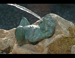 Wasserspiel mit Figur,Wasserfindling - Findling 23