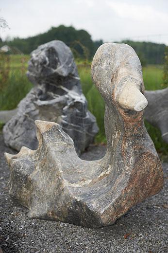 findling 724 skulpturen aus stein steintier fabelstein steintiere steine f r. Black Bedroom Furniture Sets. Home Design Ideas